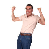 Glücklicher aufgeregter Mann mit den Fäusten in einer Luft Stockfotografie