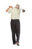 Glücklicher beiläufiger fälliger Golfspieler, der einen Klumpen schwingt Stockfotos