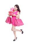 Glücklicher Betrieb der Einkaufsjungen Frau stockfoto