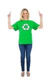 Glücklicher blonder Klimaaktivist, der oben zeigt Lizenzfreies Stockfoto