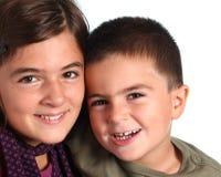 Glücklicher Bruder und Schwester Lizenzfreie Stockfotos
