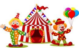 Glücklicher Clown der Karikatur vor Zirkuszelt Stockfotos