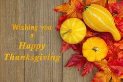 Glücklicher Danksagungsgruß mit Blättern stockbild