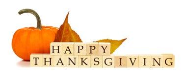 Glücklicher Danksagungsholzklotz-Herbstdekor über Weiß Lizenzfreies Stockbild