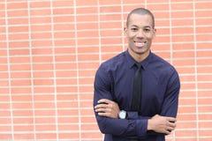 Glücklicher ethnischer freundlicher Geschäftsmann Smiling mit Kopien-Raum Stockfotografie