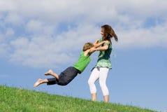 Glücklicher Familienspaß lizenzfreie stockfotografie