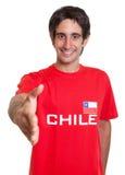 Glücklicher Fan von Chile, das Hand erreicht Stockfoto