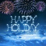 Glücklicher Feiertag geschrieben mit Wunderkerze auf nächtlichen Himmel Stockfotografie