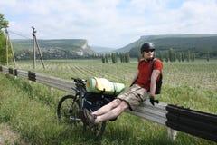 Glücklicher Gebirgsradfahrer Lizenzfreies Stockbild