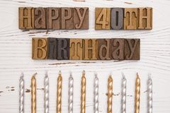 Glücklicher 40. Geburtstag buchstabiert in der Art Satz Stockfotografie