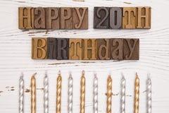 Glücklicher 20. Geburtstag buchstabiert in der Art Satz Stockbilder