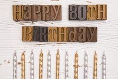 Glücklicher 80. Geburtstag buchstabiert in der Art Satz Lizenzfreie Stockfotos