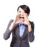 Glücklicher Geschäftsfrauruf und -schrei Stockfoto