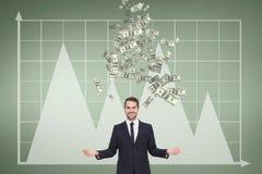 Glücklicher Geschäftsmann mit Geldregen gegen grünen Hintergrund mit Grafiken Lizenzfreie Stockfotos