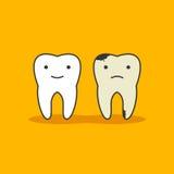 Glücklicher gesunder Zahn und ungesunder schlechter Zahn mit Gesichtsikone auf Hintergrund Medizinischer oder Doktors Kinder der  Stockbilder