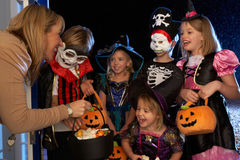 Glücklicher Halloween-Partytrick oder -behandlung Lizenzfreie Stockfotografie