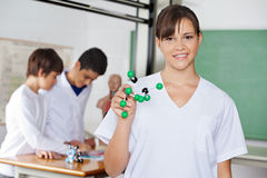 Glücklicher hoher Schüler With Molecular Structure Stockfoto