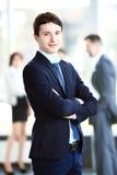 Glücklicher intelligenter Geschäftsmann mit Team verbindet die Diskussion Lizenzfreie Stockbilder
