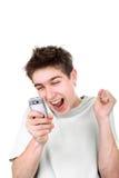 Glücklicher Jugendlicher mit Telefon Stockfotografie