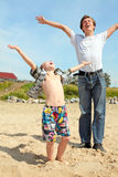 Glücklicher Jugendlicher und Kind Lizenzfreie Stockbilder