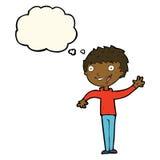glücklicher Junge der Karikatur, der mit Gedankenblase wellenartig bewegt Stockfotos