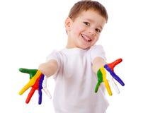 Glücklicher Junge mit den gemalten Händen Lizenzfreie Stockfotografie