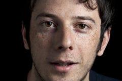 Glücklicher Junge mit Freckles lizenzfreie stockbilder