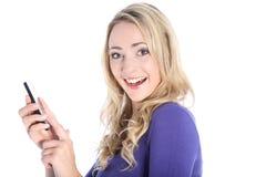 Glücklicher junger blonder Frauen-Holding-Handy Lizenzfreies Stockbild