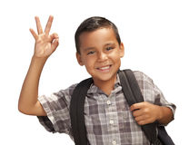 Glücklicher junger hispanischer Junge betriebsbereit zur Schule auf Weiß lizenzfreies stockfoto