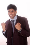Glücklicher junger indischer Geschäftsmann seines Erfolgs Lizenzfreie Stockfotografie