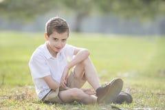 Glücklicher junger Junge stockfotos