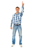 Glücklicher junger Kerl, der aufwärts zeigt. Voller Schuß Stockfotos