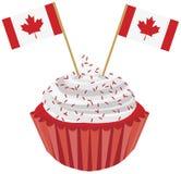 Glücklicher Kanada-Tageskleiner kuchen mit Markierungsfahnen-Abbildung stock abbildung