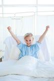 Glücklicher Kindpatient, der die Luft locht Stockfoto