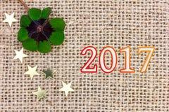 Glücklicher Klee und Sterne für neues Year& x27; s Eve 2017 Stockfotografie