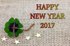 Glücklicher Klee und Sterne für neues Year& x27; s Eve 2017 Lizenzfreies Stockbild