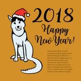 Glücklicher kleiner Hund im Santa Claus-Hutsitzen und -lächeln Stockfotos