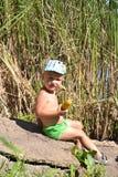 Glücklicher kleiner Junge lizenzfreie stockfotografie