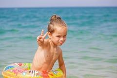 Glücklicher kleiner Junge Lizenzfreie Stockfotos