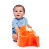 Glücklicher kleiner Junge mit potty Lizenzfreie Stockbilder