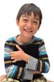 Glücklicher kleiner Junge mit Tablette lizenzfreie stockbilder
