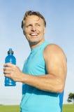 Glücklicher lächelnder Sportler Stockbilder