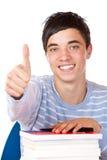 Glücklicher lächelnder stattlicher männlicher Kursteilnehmer mit Büchern Stockbild