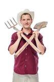 Glücklicher Landwirt mit Werkzeugen für Ackerbau auf einem Weiß Stockfotos