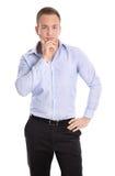 Glücklicher lokalisierter junger blonder Geschäftsmann im blauen Hemd lizenzfreie stockfotografie