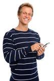 Glücklicher Mann, der auf Handy texting ist Lizenzfreie Stockfotos