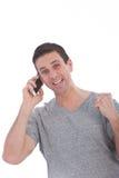 Glücklicher Mann, der ein Gespräch am Telefon hat Stockbilder