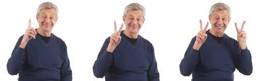 Glücklicher Mann, der mit den Fingern oben zählt Stockfotografie