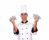 Glücklicher Mann im einheitlichen haltenen Geld des Kochs Lizenzfreies Stockbild