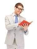 Glücklicher Mann mit Buch Stockfotos